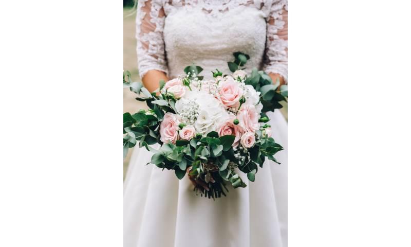 Euc, Hydrangea, Gyps & Sweet Avalanche Bouquet.jpg