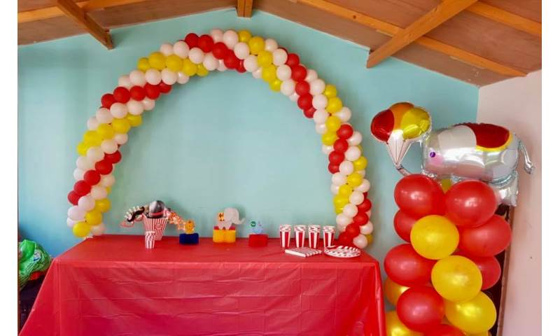 Circus Themed Cake Table Balloon Arch in Hertfordshire, Bedfordshire, Essex & surrounding areas.