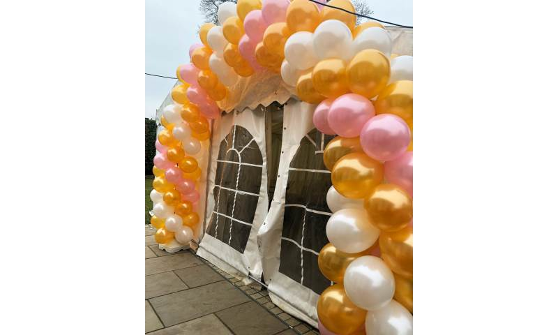 Large Twisted Balloon Arch in Hertfordshire, Bedfordshire, Essex & surrounding areas.