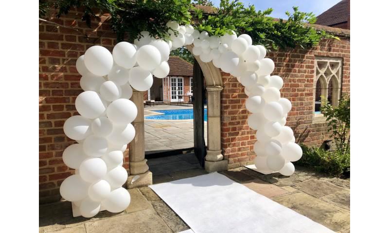 Organic Balloon Garland in Hertfordshire, Bedfordshire, Essex & surrounding areas.