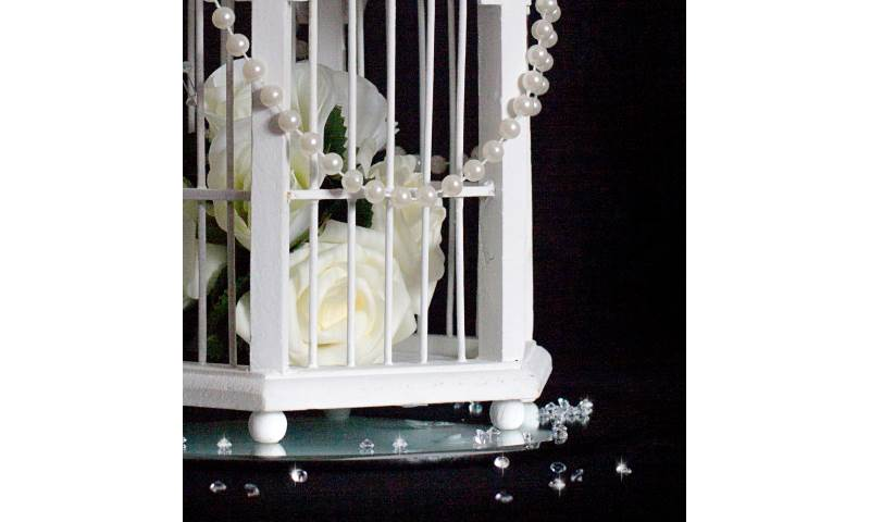 Vintage birdcage table centrepiece hire in Hertfordshire, Bedfordshire, Essex & surrounding areas. Perfect for weddings, birthdays & corporate events