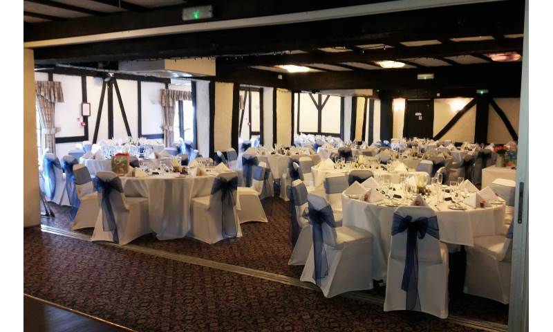 Chair cover & sash hire in Hertfordshire, Bedfordshire, Essex & surrounding areas. Perfect for weddings, birthdays & corporate events