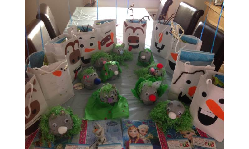 Summer holidays frozen craft kids party Hours of Fun (12).JPG