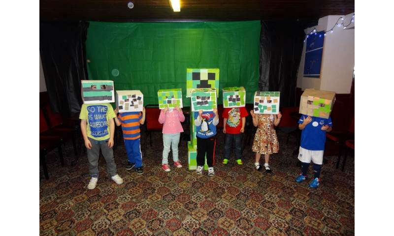 Jaydens minecraft birthday party (11).JPG