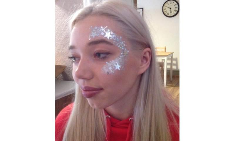 Face glitter stars.jpg