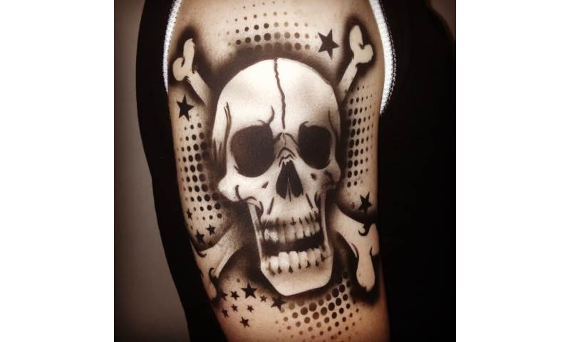 Skull and bones Airbrush.JPG