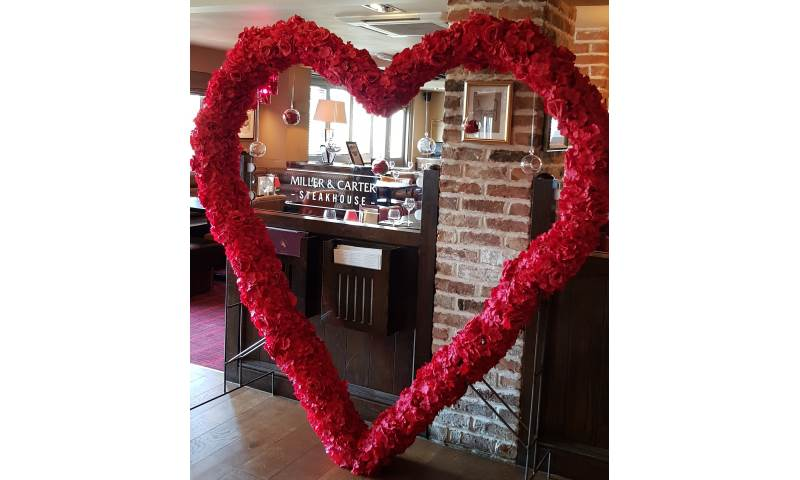 2 meter heart arch can be decorated to suit colours