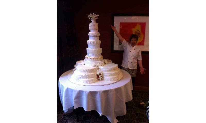 10 tier wedding cake 4' high