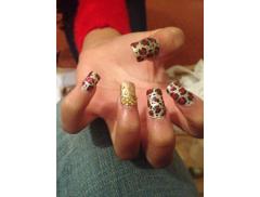 Valentinas Nails and Beauty Logo