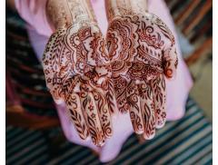 Red Hand Henna Logo